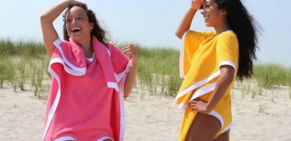 [Towelkini] A toalha que também é biquíni está disponível em três cores e custa R$ 800 (Toalhaquíni)