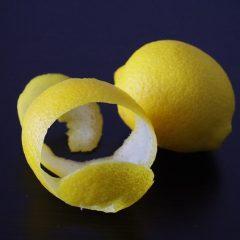 Chá da casca do limão reduz gordura no fígado, controla ansiedade e previne câncer